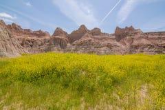 Badlands park narodowy - krajobraz obszary trawiaści i żlobić rockowe formacje obrazy royalty free
