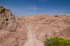 Badlands park narodowy - krajobraz obszary trawiaści i żlobić rockowe formacje obrazy stock