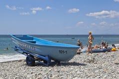 Badmeesterboot op het dorp Praskoveevka van de strandtoevlucht in Gelendzhik-het gebied van districtskrasnodar, Rusland Stock Fotografie