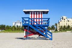 Badmeestercabine op leeg strand, Royalty-vrije Stock Foto