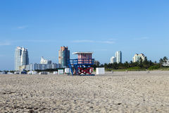 Badmeestercabine op leeg strand, Royalty-vrije Stock Afbeelding