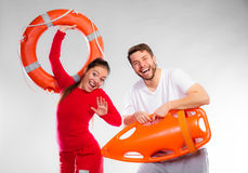 Badmeesterpaar met reddingsmateriaal stock afbeelding
