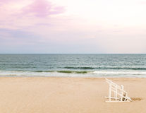 Badmeesterstoel op strand Royalty-vrije Stock Fotografie