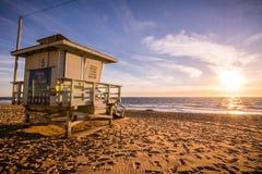 Badmeestertoren op één van de zandige Malibu-stranden; mooie su royalty-vrije stock afbeelding