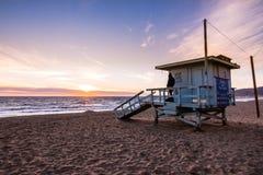 Badmeestertoren op één van de zandige Malibu-stranden; mooie su royalty-vrije stock foto's