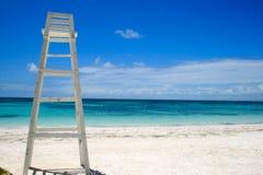Badmeestertoren op tropisch strand in Dominicaanse Republiek Stock Foto's