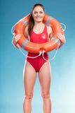 Badmeestervrouw op plicht met de reddingsboei van de ringsboei Stock Foto