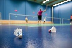 Badminton - badmintonhoven met spelers het concurreren royalty-vrije stock foto's