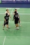 Badminton dos dobros misturados - extremidade do jogo Fotografia de Stock Royalty Free