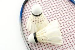 Badminton lokalisiert auf Weiß Stockfotos