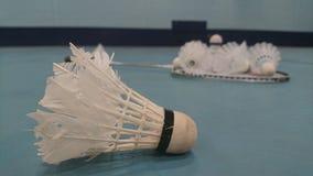Badminton wahadłowa koguta lying on the beach na swój bocznym obszycia dobrze Zdjęcia Stock