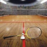 Badmintondomstol med fjäderboll på Wood golv- och kopieringsutrymme arkivfoto