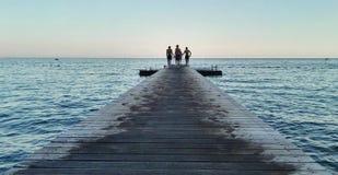 badningpojkeglädje little havssommar Fotografering för Bildbyråer