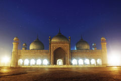 Badshahi moské på natten Lahore Pakistan fotografering för bildbyråer