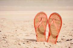 Badskor på en strand Fotografering för Bildbyråer