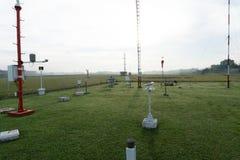 BADUNG/BALI- 7-ОЕ ДЕКАБРЯ 2017: Ландшафт метеорологического сада в аэропорте Бали Ngurah Rai в утре когда небо вполне стоковое фото