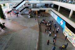 BADUNG/BALI- 28-ОЕ МАРТА 2019: атмосфера толкотни и архитектуры здания в зоне прибытия ‹â€ ‹â€ стоковое фото