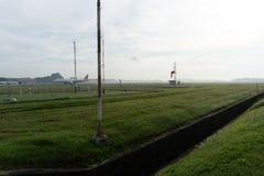 BADUNG/BALI-APRIL 14 2019: Ett landskap av den meteorologiska tr?dg?rden p? den Ngurah Rai flygplatsen Bali i morgonen d? den myc arkivbild