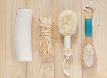 Baduppsättning på wood bakgrund Fotografering för Bildbyråer