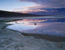 Badwater all'alba, parco nazionale di Death Valley, California Fotografia Stock Libera da Diritti