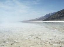 Badwater au stationnement national de Death Valley image libre de droits