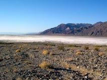 Badwater basenu soli formacja w Śmiertelnej dolinie, Kalifornia U S A obraz stock