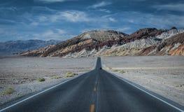 Badwater droga w Śmiertelnej dolinie Zdjęcia Royalty Free