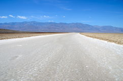 Badwater handfat, Death Valley nationalpark, Kalifornien Royaltyfria Bilder