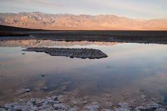 Badwater Panamint pasma Basenowego wschodu słońca Śmiertelny Dolinny park narodowy Zdjęcie Royalty Free