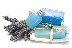 Badzout, gel en zeep die van lavendel wordt gemaakt. Stock Foto