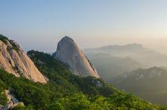 Baegundae在汉城,韩国锐化, Bukhansan山 免版税库存图片