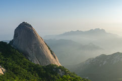 Baegundae在汉城,韩国锐化, Bukhansan山 库存图片