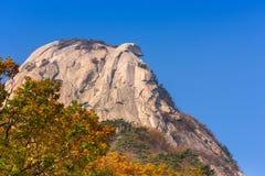 Baegundae font une pointe, Autumn Season aux montagnes de Bukhansan à Séoul, S Photo stock