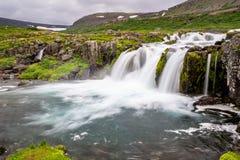 Baejarfoss siklawa pod sławnym Dynjandi spadkiem w Iceland Zdjęcie Stock