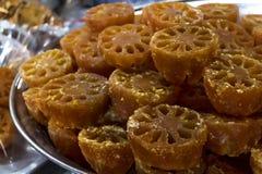 Bael-Frucht oder Aegle-marmelos, die durch süßen Sirup enthalten konserviert werden an Lizenzfreies Stockbild