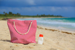 Bag and suncream on tropical beach Royalty Free Stock Photos