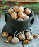 Bag with whole ripe walnuts Stock Photography