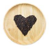 Baga do arroz do coração em umas bacias de madeira Imagens de Stock Royalty Free