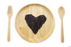 Baga do arroz do coração em umas bacias de madeira com colher Foto de Stock Royalty Free