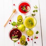 Baga e batidos de fruta frescos Imagem de Stock