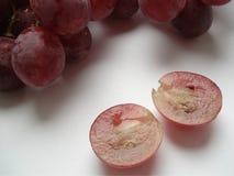Baga suculenta do uvas cor-de-rosa em um corte Foto de Stock