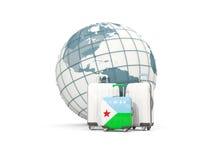 Bagage avec le drapeau de Djibouti Trois sacs devant le globe Images libres de droits