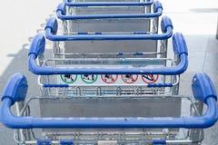 Bagage carts utanför Royaltyfri Foto