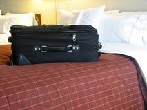 Bagage dans la chambre d'hôtel image libre de droits