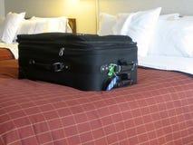 Bagage dans la chambre d'hôtel photographie stock libre de droits