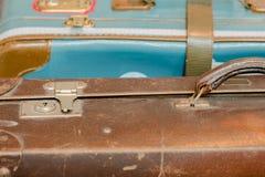 Bagage de vintage avec une serrure et une poignée rouillée Photo stock