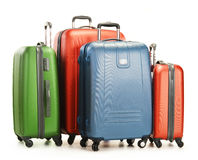 Bagage die uit grote die koffers bestaan op wit worden geïsoleerd Stock Foto