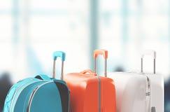 Bagage resväskor i flygplats, framför royaltyfri fotografi