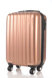 Bagage som består av stora resväskaryggsäckar, och loppet hänger löst isolerat på vit Royaltyfri Bild