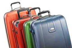 Bagage som består av stora resväskor som isoleras på vit Fotografering för Bildbyråer